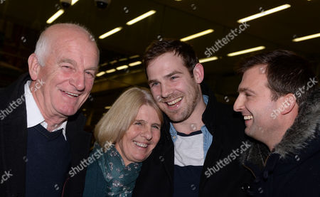 British Freelance Videographer Kieron Bryan (2-r) is Welcomed Back by His Family on Arrival at St Pancras International Station in London Britain 27 December 2013 the Five Britons Greenpeace Members Anthony Perrett Alexandra Harris and Phil Ball Crew Member Iain Rogers and Freelance Videographer Kieron Bryan Returned to the Uk After Being Held in a Russian Jail For Over Two Months United Kingdom London