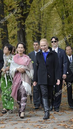 Nobel Peace Prize Laureate and Myanmar Opposition Leader Aung San Suu Kyi (c-l) and Widow of Former President Vaclav Havel Dagmar Havlova (c-r) During Her Visit to the Tomb of Late Czech President Vaclav Havel at Vinohrady Cemetery in Prague Czech Republic 15 September 2013 Aung San Suu Kyi is on a Five-day Visit to Poland Hungary and the Czech Republic Czech Republic Prague