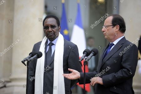 French President Francois Hollande (r) and President of Mali Dioncounda Traore (l) Talk to the Media After Their Meeting at the Elysee Palace in Paris France 17 May 2013 France Paris