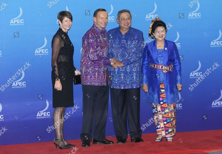 Australian Prime Minister Tony Abbott (2l) and Spouse Margaret Aitken (l) is Greeted by Indonesia's President Susilo Bambang Yudhoyono (2r) and Spouse Ani Yudhoyono (r) During the Gala Dinner at the Asia-pacific Economic Cooperation (apec) Ceo Summit in Nusa Dua Bali Indonesia 07 October 2013 Indonesia's Resort Island of Bali is Hosting the Apec Summit From 01- 08 October 2013 Indonesia Nusa Dua