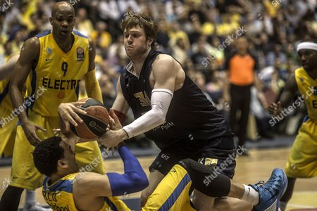 C J Wallace of Emporio Armani Milan Vies For the Ball with David Blu of Maccabi Electra Tel Aviv During Their Euro League Basketball Match in Tel Aviv 23 April 2014 Israel Tel Aviv