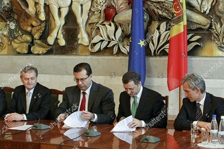 Former Prime-minister and Head of the Liberal-democratic Party Vladimir Filat (2-r); Former President of Parliament and Head of the Democratic Party of Moldova Marian Lupu (2-l) Head of the Reformator Group of Liberal Party Ion Hadarca (l) and the Acting Prime Minister of Moldova Iurie Leanca (r) Sign the Coalition Agreement For the Pro-european Government the Successor of the Aie 2 (alliance For European Integration) in the Republican Palace in Chisinau Moldova on 30 May 2013 Moldova, Republic of Chisinau