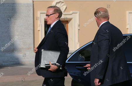 Australian Foreign Minister Bob Carr (l)arrives For the First Session of G20 Summit in Konstantinovsky Palace in St Petersburg Russia 05 September 2013 Russian Federation St. Petersburg