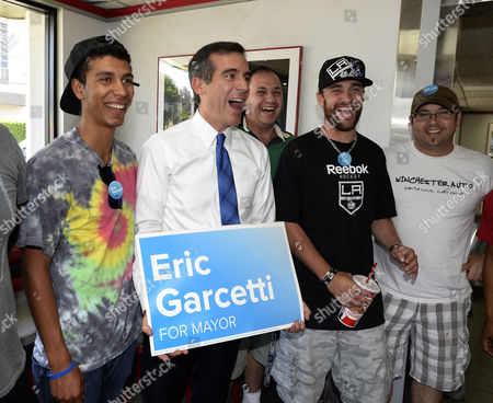 Los Angeles Mayoral Candidate Eric Garcetti Holds a Campaign Sign After Lunching with Students From the Van Nuys Aviation Mechanic School at Tommy's Hamburger in the San Fernando Valley Neighborhood of North Hills During a Special Run-off Mayoral Election in Los Angeles California Usa 21 May 2013 Garcetti is in a Close Race with Fellow Democratic Candidate Wendy Greuel United States West Hills