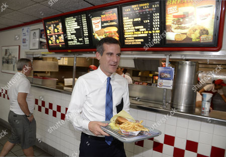 Los Angeles Mayoral Candidate Gil Garcetti with a Famous Tommy's Burger Meets with Voters on Election Day at Tommy's Hamburger in the San Fernando Valley Neighborhood of North Hills During a Special Run-off Mayoral Election in Los Angeles California Usa 21 May 2013 Garcetti is in a Close Race with Fellow Democratic Candidate Wendy Greuel United States West Hills