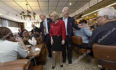 Los Angeles Mayoral Candidate Wendy Greuel (c) Flanked by Los Angeles City Councilman Bill Rosendahl (l) and Former Los Angeles City Controller Rick Tuttle (r) Meets Diners During a Campaign Stop at Langer's Delicatessen-restaurant in Los Angeles California Usa 21 May 2013 Greuel is Locked in a Close Race with Fellow Democratic Candidate Eric Garcetti in the Mayoral Run-off Election United States Los Angeles