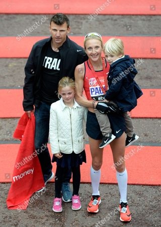 Great Britain's Paula Radcliffe Poses with Her Husband Gary Lough (l) and Their Children Isla and Raphael (r) After Finishing the London Marathon 2015 in London Britain 26 April 2015 Radcliffe a Three-time Winner in London and New York and World Champion From 2005 Ended Her Injury-marred Career Amid Huge Cheers From the Big Crowds in 2:36:55 with Her Family Waiting at the Finish Line United Kingdom London