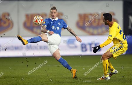 Alexander Buttner (l) of Dinamo Moscow in Action Against Ruben Fernandes (r) of Estoril Praia During the Uefa Europa League Group E Soccer Match Between Dinamo Moscow and Cd Estoril in Khimki Outside Moscow Russia 06 November 2014 Russian Federation Khimki