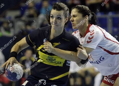 Beatriz Fernandez of Spain Vies For the Ball with Monika Stachowska of Poland During the Match Between Spain and Poland at the Women Handball World Championship in Zrenjanin Serbia 09 December 2013 Serbia and Montenegro Zrenjanin