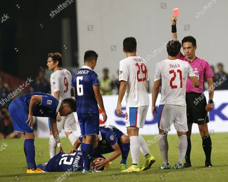 South Korean Referee Kim Sang Woo (r) Shown Red Card to Philippines's Martin Steuble (2-r) After He Foul to Thailand's Prakit Deeprom (2-l) During Their Aff Suzuki Cup 2014 Semi Final Soccer Match at Rajamangala National Stadium in Bangkok Thailand 10 December 2014 Thailand Bangkok
