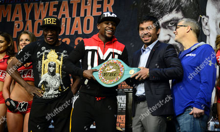 Filipino Boxer Manny Pacquiao (2-r) and Us Boxer Floyd Mayweather Jr (2-l) Hold the Wbc Welterweight 'Emerald' Belt As They Pose with Their Trainers Floyd Mayweather Sr (l) and Freddie Roach (r) Following a Press Conference at Mgm Grand Garden Arena in Las Vegas Nevada Usa 29 April 2015 Pacquiao Will Fight Mayweater Jr For the Wbc Welterweight Title Bout on 02 May in Las Vegas United States Las Vegas