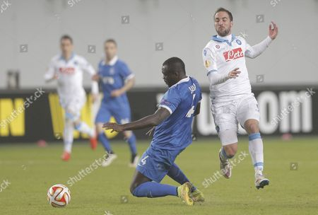 Gonzalo Higuain (r) of Ssc Napoli in Action Against Christopher Samba (c) of Dinamo Moscow During the Uefa Europa League Round of 16 Second Leg Soccer Match Between Dinamo Moscow and Ssc Napoli at Khimki Stadium in Moscow Russia 19 March 2015 Russian Federation Moscow