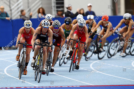 Flora Duffy (l) From Bermuda and Helen Jenkins (2-l) From Britain Cycle During the Itu Elite Women's Olympic Distance World Triathlon Series Race in Cape Town South Africa 25 April 2015 This is the Fourth Event of Ten on the Itu World Triathlon Calendar South Africa Cape Town
