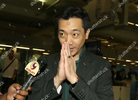 Thai Businessman Bee Taechaubol Greets As He Arrives to the Suvarnabhumi Airport After He Back From Milan in Bangkok Thailand 03 May 2015 Ac Milan Owner Silvio Berlusconi is Set to Retain the Majority of the Serie a Club Shares As Negotiations with a Group of Foreign Investors Continued the Club Controlling Company Fininvest was Quoted As Saying on 02 May 2015 Thai Businessman Bee Taechaubol who Represents Ads Securities a Financial Firm Based in Abu Dhabi and China Citic Bank Met with Berlusconi the Former Prime Minister of Italy with His Offered of 500 Million Euros (556 Million Dollars) to Acquire 51 Per Cent of the Club Shares the Club is Estimated to Be Worth Between 1 and 1 4 Billion Euros Thailand Bangkok