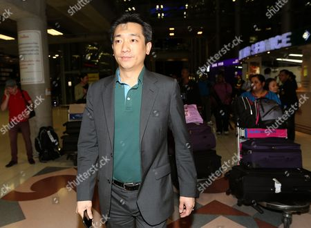 Thai Businessman Bee Taechaubol (c) Arrives to the Suvarnabhumi Airport After He Back From Milan in Bangkok Thailand 03 May 2015 Ac Milan Owner Silvio Berlusconi is Set to Retain the Majority of the Serie a Club Shares As Negotiations with a Group of Foreign Investors Continued the Club Controlling Company Fininvest was Quoted As Saying on 02 May 2015 Thai Businessman Bee Taechaubol who Represents Ads Securities a Financial Firm Based in Abu Dhabi and China Citic Bank Met with Berlusconi the Former Prime Minister of Italy with His Offered of 500 Million Euros (556 Million Dollars) to Acquire 51 Per Cent of the Club Shares the Club is Estimated to Be Worth Between 1 and 1 4 Billion Euros Thailand Bangkok
