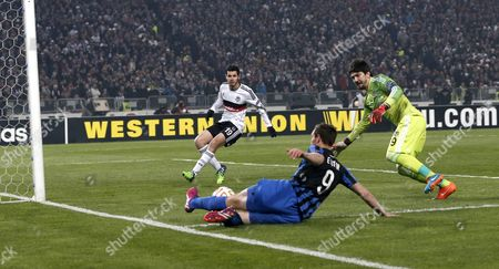 Club Brugge's Tom De Sutter (front) in Action Against Besiktas' Goalkeeper Tolga Zengin (r) and Pedro Franco (l) During the Uefa Europa League Top 16 Second Leg Match Between Besiktas and Club Brugge in Istanbul Turkey 19 March 2015 Turkey Istanbul