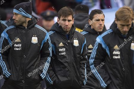 Argentina's Lionel Messi (c) Walks Off the Field with Teammates Javier Mascherano (l) and Maxi Rodriguez (2-r) at Halftime During the International Friendly Match Between Argentina and El Salvador at Fedex Field in Landover Maryland Usa 28 March 2015 United States Landover