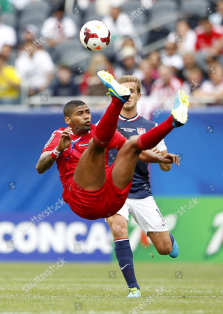Panama Midfielder Gabriel Gomez (l) Kick the Ball in Front of Usa Midfielder Stuart Holden (back) During the First Half of Concacaf Gold Cup Soccer Final Mach at the Soldier Field in Chicago Illinois Usa 28 July 2013 United States Chicago