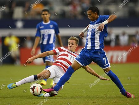 United States Player Stuart Holden (l) Goes For a Ball Against Honduras Player Diego Reyes (r) During Game One of the Concacaf Gold Cup Semi Final Game at Cowboys Stadium in Arlington Texas Usa 24 July 2013 United States Arlington