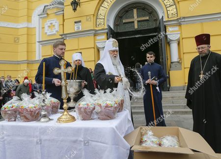 Patriarch Filaret (c) the Leader of the Ukrainian Orthodox Church of the Kyiv Patriarchate Blesses Traditional Easter Cakes Which Will Be Sent to Ukrainian Soldiers in the Eastern Conflict Near St Volodymir Cathedral in Kiev Ukraine 07 April 2015 Ukrainians Will Mark Orthodox Easter at 12 April One Week After Catholic Believers Ukraine Kiev