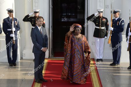Africa Union Commission Chairperson Nkosazana Clarice Dlamini Zuma (r) Waves Beside Us Chief of Protocol Ambassador Peter Selfridge (l) Upon Arriving at the North Portico of the White House in Washington Dc Usa 05 August 2014 on the Occasion of the Us Africa Leaders Summit Us President Barack Obama is Hosting About Fifty African Heads of State and Government For a Dinner at the White House United States Washington
