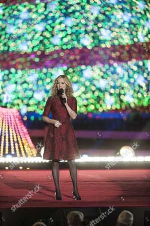 Chely Wright Performs During the 92nd National Christmas Tree Lighting Ceremony on the Ellipse South of the White House in Washington Dc Usa 04 December 2014 the Lighting of the Tree is an Annual Tradition Attended by the Us President and the First Family President Calvin Coolidge Lit the First National Christmas Tree a 14 6 Meter High Balsam Fir in 1923 United States Washington