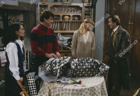 Claire King (as Kim Tate), Leah Bracknell (as Zoe Tate), Brian Deacon (as Neil Kincaid) and Norman Bowler (as Frank Tate) (Ep 1722 - 17th December 1992)