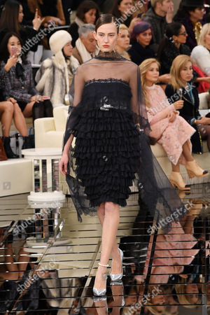 Ania Chiz on the catwalk