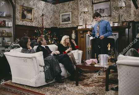 Leah Bracknell (as Zoe Tate), Brian Deacon (as Neil Kincaid), Claire King (as Kim Tate) and Norman Bowler (as Frank Tate) (Ep 1724 - 24th December 1992)