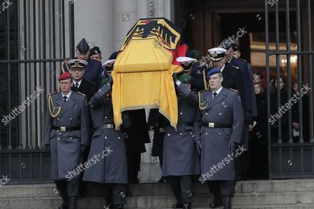 Soldiers carry the coffin at the end of the state funeral ceremony for late former German president Roman Herzog at the Berlin Cathedral, in Berlin, Germany, 24 January 2017. Herzog died on 10 January 2017 at the age of 82.