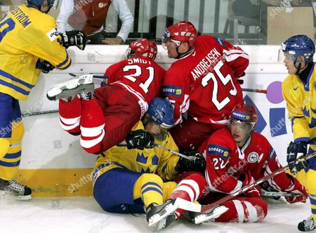 Picture Showing a Karambolage During the Ice Hockey World Championship Match Sweden Vs Denmark in Innsbruck Austria Monday 02 May 2005 (l-r) Swedish Peter Nordstrom Daniel Sedin and Magnus Kahnberg and Danish Michael Smidt Andreas Andreasen and Mike Grey Austria Innsbruck
