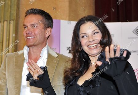 Austrian Entertainer Alfons Haider (l) and Us Actress Fran Drescher (r) Pose For Photographs As They Attend a Press Conference For 'Dancer Against Cancer' Charity Gala in Vienna Austria 09 April 2010 the Fourth Edition of the 'Dancer Against Cancer' Charity Gala Will Take Place at the Hofburg Imperial Palace in Vienna on 10 April 2010 Austria Vienna