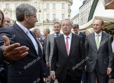 Austrian Finance Minister Michael Spindelegger (l) Gestures Next to Top Candidate For the Conservatives in the Eu Elections Jean-claude Juncker (c) and Vice President of the European Parliament Othmar Karas (r) During a Visit to the Naschmarkt in Vienna Austria 07 May 2014 the Elections For the Eu Parliament Take Place on 25 May 2014 Austria Vienna