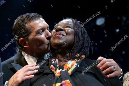 Spanish Actor Antonio Banderas (l) Kisses Us Singer Randy Crawford After the Red Ribbon Celebration Concert For the Life Ball in Vienna Austria 18 May 2012 Austria Vienna