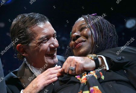 Spanish Actor Antonio Banderas (l) Hugs Us Singer Randy Crawford After the Red Ribbon Celebration Concert For the Life Ball in Vienna Austria 18 May 2012 Austria Vienna