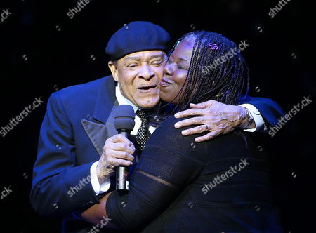 Us Jazz Singer Al Jarreau (l) and Us Singer Randy Crawford Perform on Stage During the Red Ribbon Celebration Concert For the Life Ball in Vienna Austria 18 May 2012 Austria Vienna