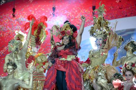 Us Singer Candice Glover (c) Performs During the Opening Ceremony of the 'Life Ball 2014' at the City Hall Square in Vienna Austria 31 May 2014 the Charity Event Benefits Projects For the Fight Against Hiv/aids Austria Vienna
