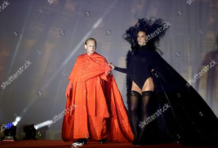 German Actor Ben Becker (l) and Us Model Carmen Carrera (r) Perform on Stage During the Fashion Show of the 'Life Ball 2014' at the City Hall Square in Vienna Austria 31 May 2014 the Charity Event Benefits Projects For the Fight Against Hiv/aids Austria Vienna