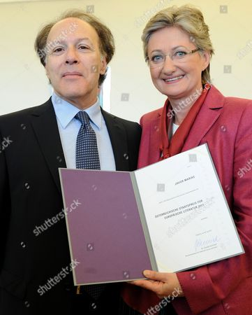 Spanish Writer Javier Marias (l) is Awarded the Austrian State Prize For European Literature 2011 by Austria's Minister For Education and Art Claudia Schmied (r) During a Ceremony in Salzburg Austria 30 July 2011 the Literary Prize That was Established in 1965 is Awarded Annually by the Austrian Federal Ministry of Education and Art to European Writers Austria Salzburg