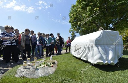 Fans Stand Next to the Tomb of Late Austrian Entertainer Udo Juergens at the Zentralfiedhof in Vienna Austria 08 May 2015 Juergens Died on 21 December 2014 in Switzerland Austria Vienna
