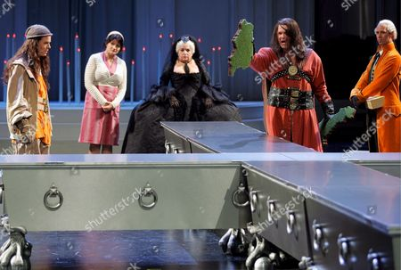 (l-r) Raphael Johannes Kuebler As Johann Parricida Sigrid Hauser As Cleaning Lady Maria Happel As Maria Theresia Roman Frankl As Albrecht i and Sascha Oskar Weis As Josef Ii During a Rehearsal of the Musical 'Die Habsburgischen' (the Habsburgs) in Vienna Austria 16 October the Musical Will Premiere 20 October at the 'Museumsquartier' (museumsquarter) in Vienna Austria Vienna