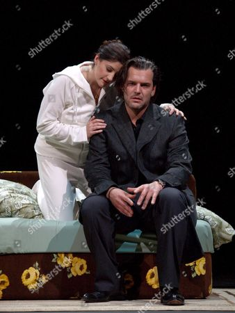 Andrea Lauren Brown (l) As Simona Chodovska and Florian Boesch As Adriano Morado During the Rehearsal of the Opera 'I Hate Mozart' in Vienna Austria Tuesday 07 November 2006 Before It's Premiere on Wednesday 08 November Austria Vienna
