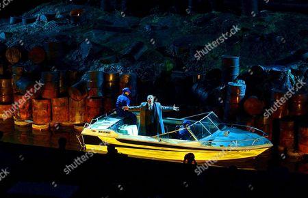 Zeljko Lucic Als Graf Luna Auf Einem Boot Waehrend Der Probe Zur Oper 'Der Troubadour' Von Giuseppe Verdi Im Rahmen Der Bregenzer Festspiele 2005 Auf Der Seebuehne Am Freitag 15 Juli 2005 Premiere Ist Am Donnerstag 21 Juli 2005 Austria Bregenz