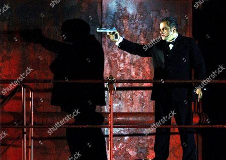 Zeljko Lucic Als Graf Luna Waehrend Der Probe Zur Oper 'Der Troubadour' Von Giuseppe Verdi Im Rahmen Der Bregenzer Festspiele 2005 Auf Der Seebuehne Am Freitag 15 Juli 2005 Premiere Ist Am Donnerstag 21 Juli 2005 Austria Bregenz