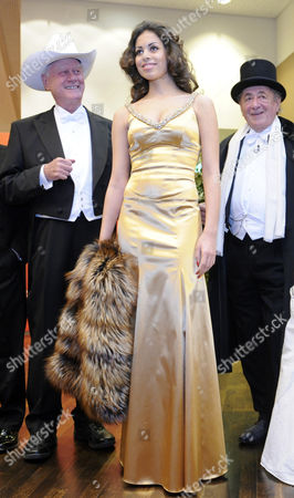 Us Actor Larry Hagman Moroccan Karima El-marough Aka Ruby (c) Rubacuore and Host Austrian Businessman Richard Lugner Pose For a Photograph at the Presentation of the Ball Gowns at the Vienna State Opera in Vienna Austria 03 March 2011 the Traditional Vienna Opera Ball Takes Place on 03 March Austria Vienna