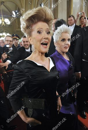 Austrian Actresses Maresa Hoerbiger (r) and Christiane Hoerbiger Arrive at the Opera Ball at the Vienna State Opera in Vienna Austria 16 February 2012 Austria Vienna