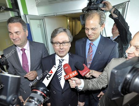 Alexander Wrabetz (c) Speaks to Reporters After His Re-election to Director General of the Orf (austrian Broadcasting Company) in Vienna Austria 09 August 2011 Wrabetz Has Been Re-elected After His First Five Year Period Austria Vienna