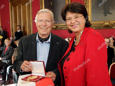 Austrian Actor and Founder of the Charity 'Menschen Fuer Menschen' (humans For Humans) Karlheinz Boehm Poses with His Golden Medal of Honour of the City of Vienna Which He was Awarded Next to Renate Brauner in Vienna Town Hall Austria 17 October 2008 Austria Vienna