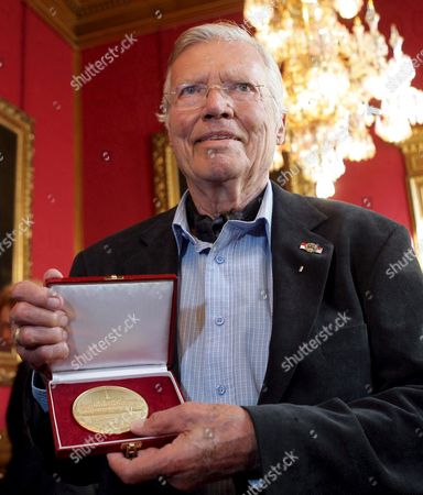 Austrian Actor and Founder of the Charity 'Menschen Fuer Menschen' (humans For Humans) Karlheinz Boehm Poses with His Golden Medal of Honour of the City of Vienna Which He was Awarded in Vienna Town Hall Austria 17 October 2008 Austria Vienna