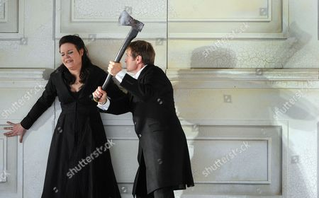 British Baritone Opera Singer Simon Keenlyside in the Role of Il Conte Almaviva (r) and German Coloratura Soprano Marlis Petersen (l) in the Role of Susanna Perform During the Rehearsal of the Opera 'Le Nozze Die Figaro' For the Salzburg Festival 2011 on in the House of Mozart in Salzburg Austria 20 July 2011 the Salzburg Festival Runs From 27 July Until 28 August Austria Salzburg